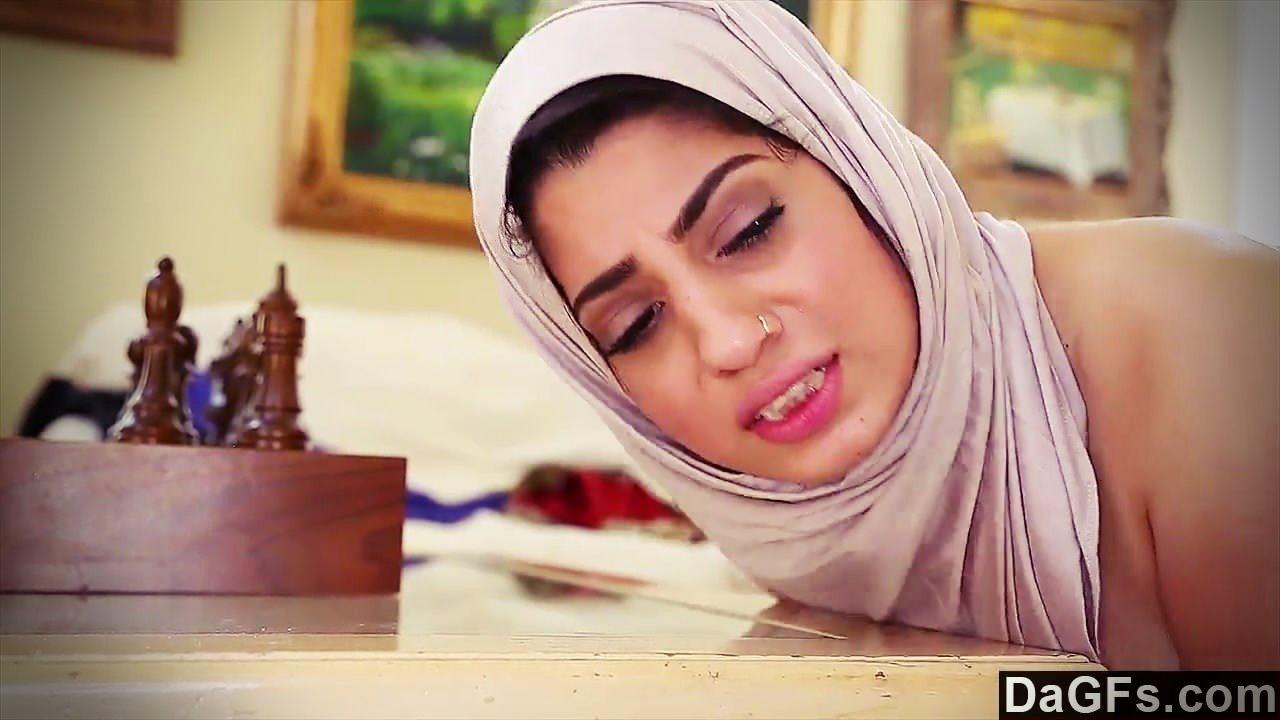 Arap temizlikçi kadını arkadaşı çok sert sikti