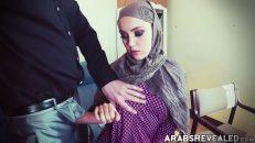 Arap kız para karşılığında oral seks yapıyor