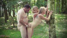 Ormanda çıplak yatan olgun adamı azdırdılar