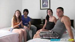 Tatilde genç çiftler swinger partisi düzenliyor