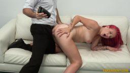Ofiste kızıl saçlı sekreterle gerçek çekim porno film