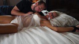 Ellerini bağladığı mature kadınla tecavüz fantazisi